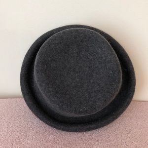 Limited gray Italian wool top hat 22 inches inside